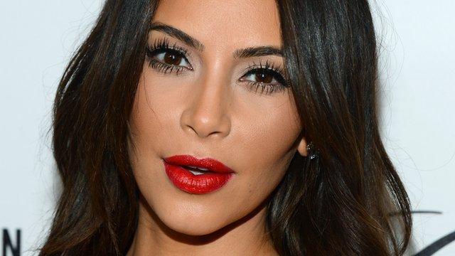 Kim Kardashian si spoglia prima del secondo figlio