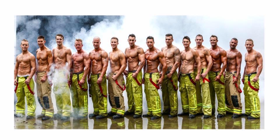 Addominali in bella vista per beneficenza: torna il calendario dei pompieri australiani