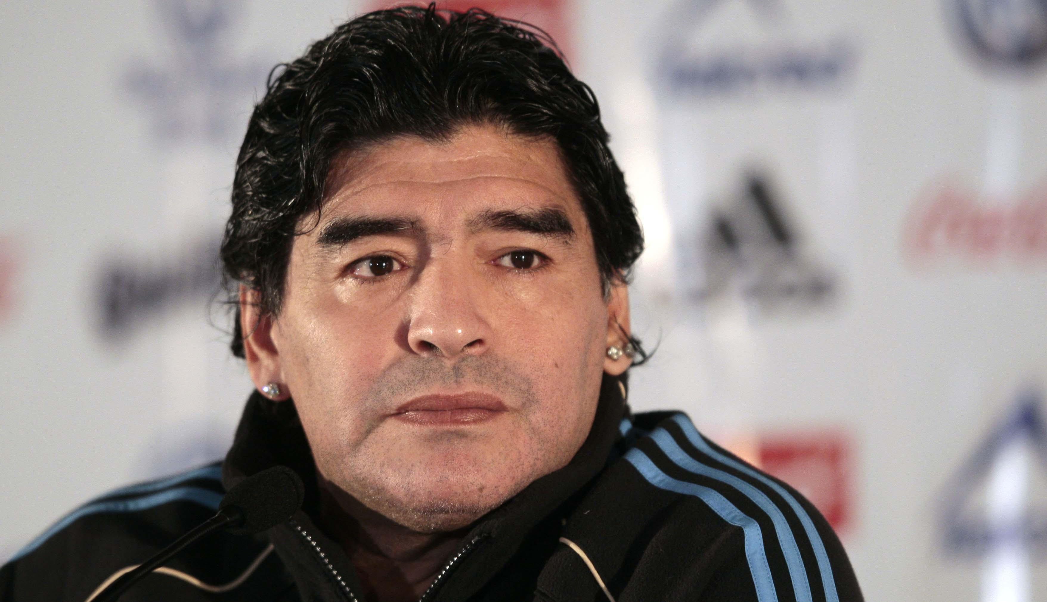 Maradona è tornato dal chirurgo estetico per un lifting al volto